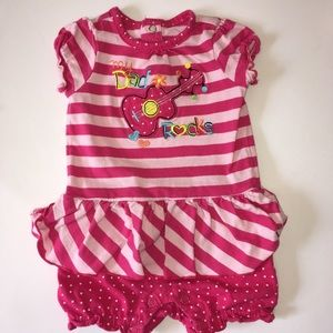 Girls size 3-6 months outfit